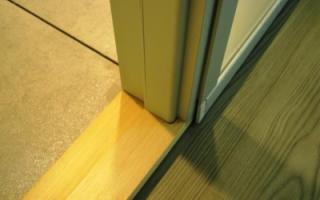 Как демонтировать старый деревянный дверной порог и установить новый