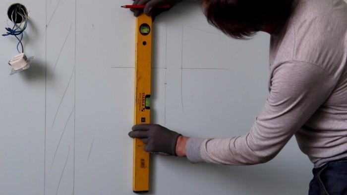 10. razmetka sten pered ukladkoj plitki iz probki