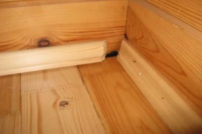Плинтус из древесины для деревянного пола