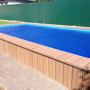 Облицовка стенок полузаглубленного бассейна при помощи декинга
