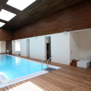 Террасная доска на полу, стенах и потолке
