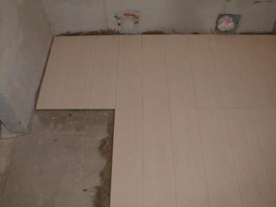 Лучшее основание для наклеивания бесшовной плитки - бетонная стяжка