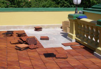 Проще всего укладывать садовый паркет на бетон