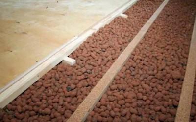 Утепление деревянного пола слоем керамзита