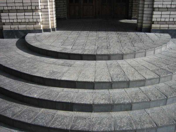 Крыльцо из тротуарной плитки