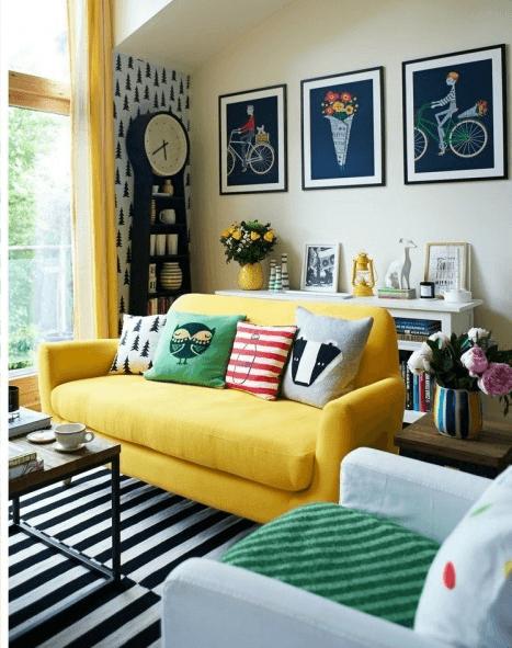 Черно-белый ламинат в интерьере современной комнаты
