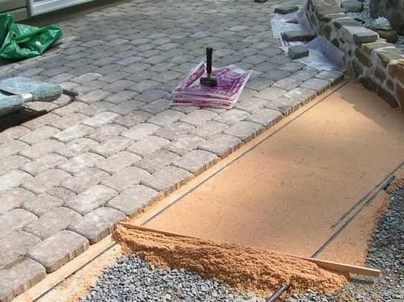 Мощение плитки на песок