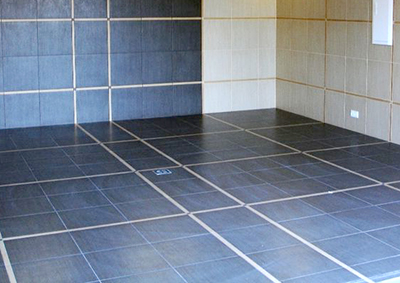 Керамическая плитка на полу в гараже