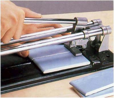 Использование ручного плиткореза