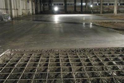 Армирование сеткой бетонного пола в гараже