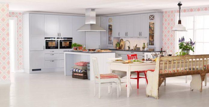 Белый ламинат и белая мебель на кухне