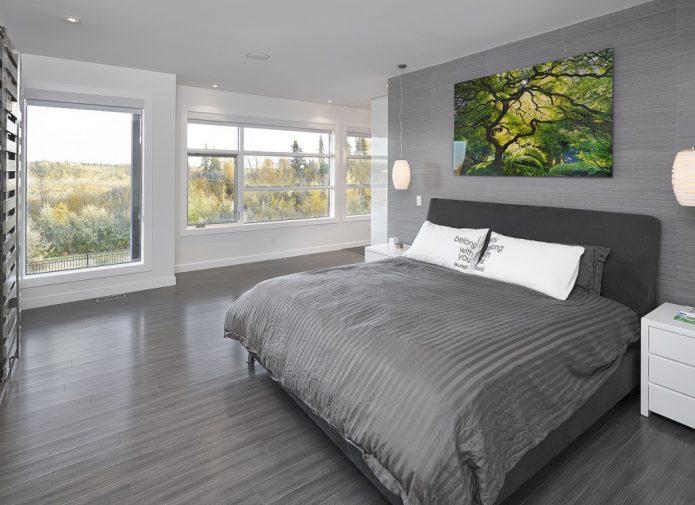 Классический ламинат серого цвета в спальне
