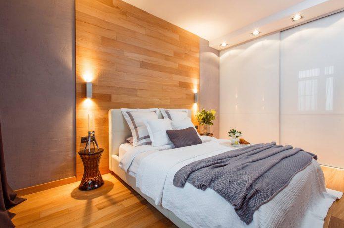 Зонирование стены ламинатом в спальне