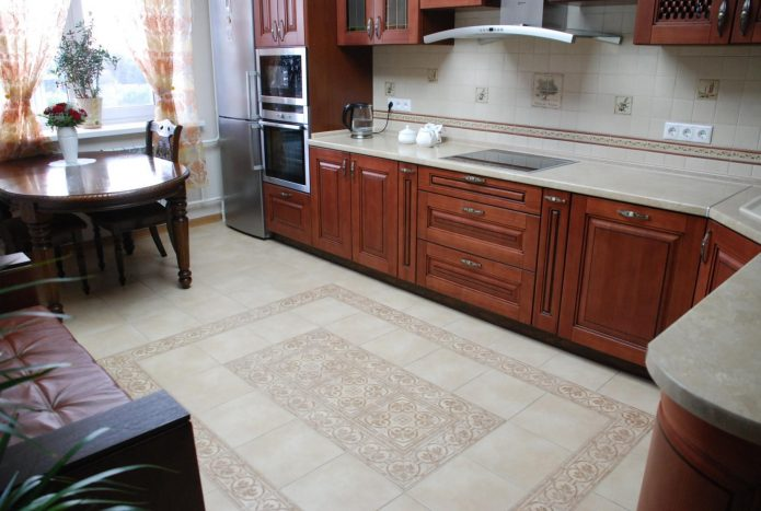 Ковёр из плитки на кухне