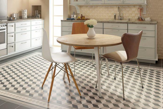 Напольная плитка с шахматным рисунком на кухне