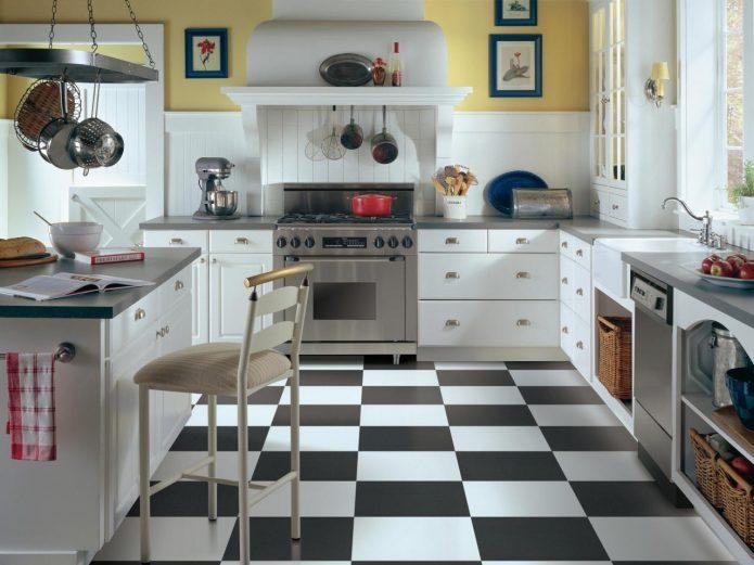 Чёрно-белая плитка на кухне