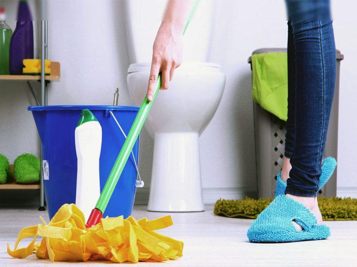 Влажная уборка в туалете