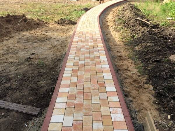 Укладка тротуарной плитки без подрезки