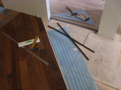 Плиты OSB для выравнивания деревянного пола под ламинат