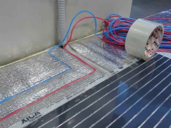 Укладка проводов для инфракрасного теплого пола