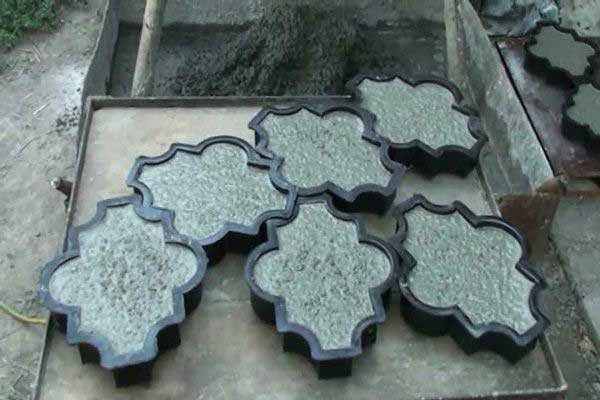Виброуплотнение брусчатки в форме