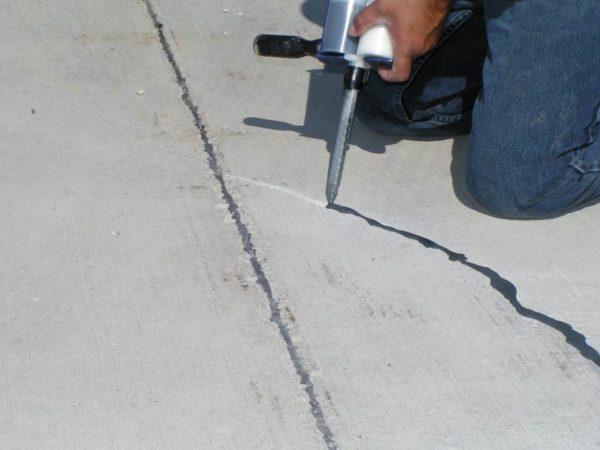 Заделка трещин ремонтным составом