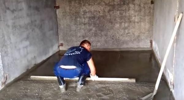 Заливка мокрой стяжки в гараже